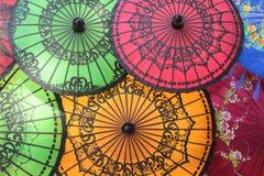 Kulöra Burmese paraplyer Arkivfoton
