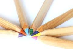 kulöra crayonsblyertspennor Fotografering för Bildbyråer