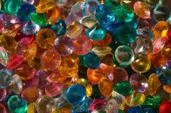Kulöra Crystal Rhinestones som bakgrund arkivbild