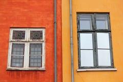 Kulöra fönster i Köpenhamn Royaltyfri Fotografi