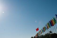 Kulöra flaggor i solen Fotografering för Bildbyråer