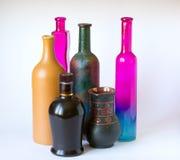 Kulöra flaskor arkivfoto