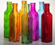 Kulöra flaskor och deras stordia Royaltyfri Fotografi