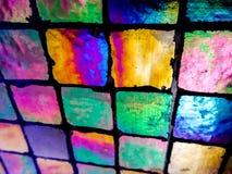 Kulöra fyrkanttegelplattor på en vinkel arkivfoto