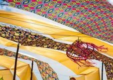 Kulöra gardiner i vinden Royaltyfri Fotografi