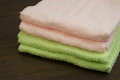 kulöra handdukar Fotografering för Bildbyråer