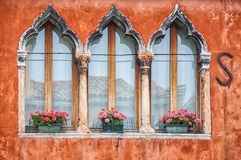 Kulöra hus av Burano Arkivbilder