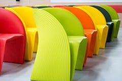 kulöra moderna stolar Royaltyfria Foton