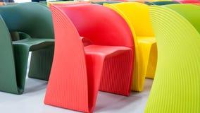 kulöra moderna stolar Arkivbild
