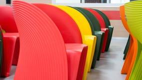 kulöra moderna stolar Royaltyfri Fotografi