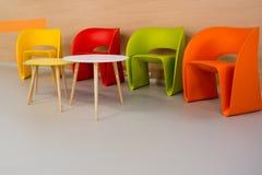 kulöra moderna stolar Royaltyfria Bilder