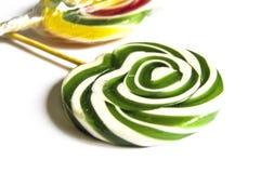 Kulöra och mönstrade godisar, roliga färgrika godisar för barn älskar skriftliga färgade och mönstrad godisar för socker, gyckel  Fotografering för Bildbyråer