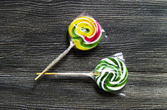 Kulöra och mönstrade godisar, roliga färgrika godisar för barn älskar skriftliga färgade och mönstrad godisar för socker, gyckel  Royaltyfria Bilder