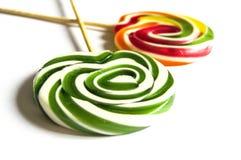 Kulöra och mönstrade godisar, roliga färgrika godisar för barn älskar skriftliga färgade och mönstrad godisar för socker, gyckel  Royaltyfri Foto