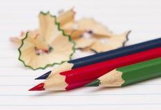 kulöra paper blyertspennor Arkivbild