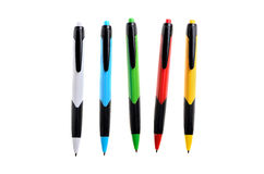 Kulöra pennor på en isolerad vit bakgrund Royaltyfria Bilder