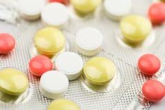 kulöra pills Arkivbild