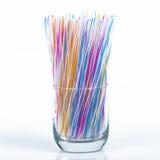 Kulöra plast- dricka sugrör arkivbild