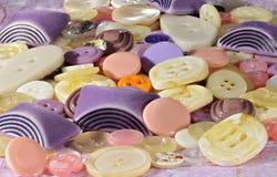 Kulöra plast-knappar Royaltyfri Fotografi