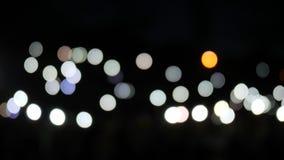 Kulöra prickar på mörkt förtjust, många kulöra punkter på skärmen, mång- oskarp prick, lott av mångfärgad fullspunkt stock video