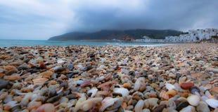 Kulöra stenar för Aqua arkivbilder