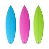 Kulöra surfingbrädor Arkivfoton