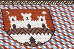 Kulöra tegelplattor med emblemet av Zagreb St-fläckkyrka i Zagreb i Kroatien arkivbilder