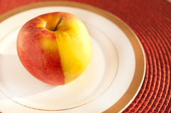 Kulört äpple två Arkivfoto
