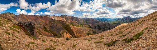 Kulört berg arkivbilder