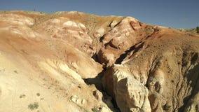 kul?ra rocks Flyget över rött vaggar bildande i sydliga berg Antennskott, 4K stock video