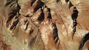 kul?ra rocks Marsinv?narelandskap Flyget över rött vaggar bildande i sydliga berg Antennskott, 4K stock video