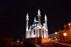 Kul-Sharif moské på territoriet av Kreml i Kazan, republik av Tatarstan, Ryssland förtöjd sikt för nattportship royaltyfria foton