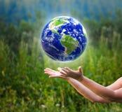 kul ziemskich chwytające ręki Fotografia Stock