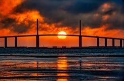 Kula Ognia przy Skyway mostem fotografia royalty free