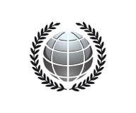 Kula ziemska logo z laurowym wiankiem w zmroku srebra kolorze royalty ilustracja