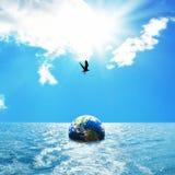 Kula ziemska unosi się na morzu Obrazy Royalty Free