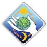 Kula ziemska w palmie - eco symbol z słońcem i księżyc Obrazy Royalty Free