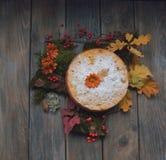 Kulebiak na liściach Obraz Stock