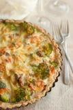 Kulebiak z brokułami i łososiem obraz stock