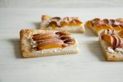 Kulebiak z brzoskwini i chałupy serem Zdjęcie Royalty Free