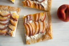 Kulebiak z brzoskwini i chałupy serem Obraz Royalty Free