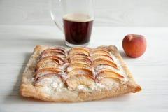 Kulebiak z brzoskwini i chałupy serem Fotografia Stock