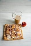 Kulebiak z brzoskwini i chałupy serem Obrazy Royalty Free