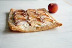 Kulebiak z brzoskwini i chałupy serem Fotografia Royalty Free