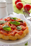 Kulebiak z pomidorami. zdjęcie stock