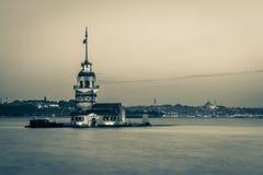 Kulesi della torre o del Kiz della ragazza dopo la torre di tramonto o il kulesi di Kiz dentro Immagine Stock Libera da Diritti