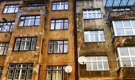 Kulhål i en väggbyggnad i Sarajeva, Bosnien och Hercegovina royaltyfria bilder