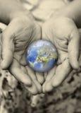 kuli ziemskiej ręka Obraz Royalty Free