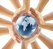 kuli ziemskiej ręka jego mienie Fotografia Royalty Free