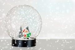 kuli ziemskiej Santa śnieg obrazy royalty free